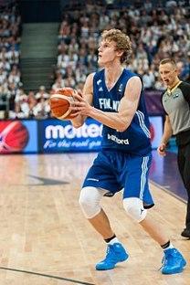220px-EuroBasket_2017_France_vs_Finland_01